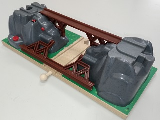 BRIO_TRAIN_TUNNEL.jpg